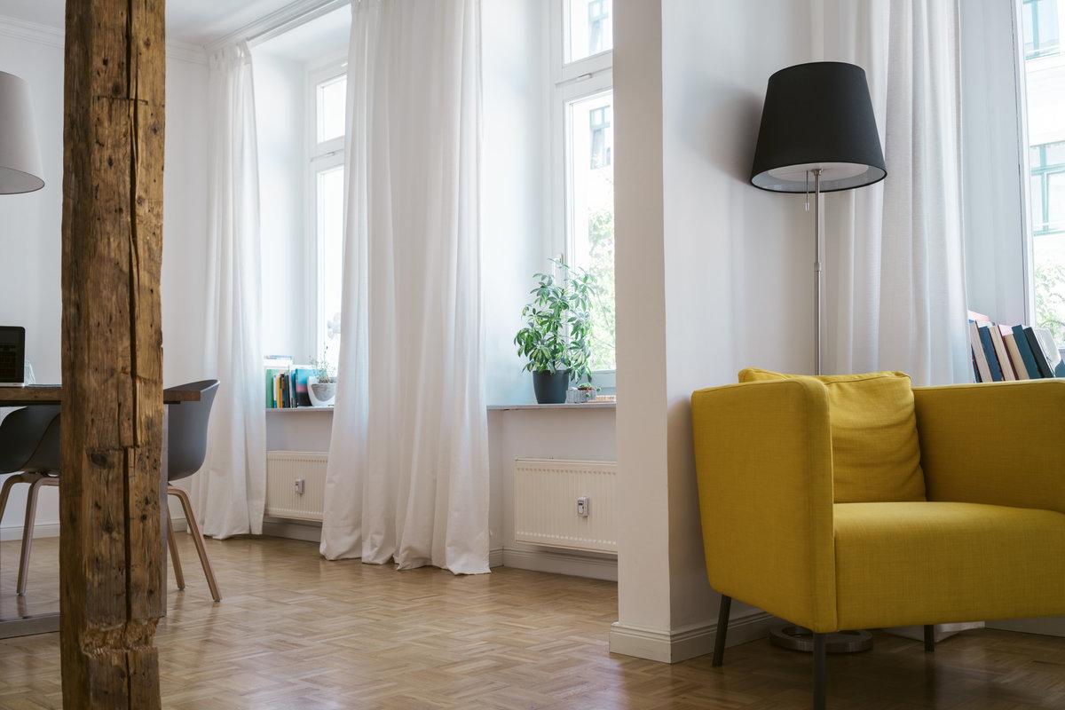 żółty fotel ikea